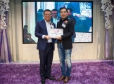 <h5>愛國文化保育協會會長鄧國鵬先生(右)向創會榮譽會長陳裕丰教授(左) 頒發感謝狀</h5>