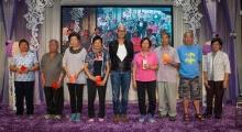 <h5>表演嘉賓李子雄先生(中)和一群中獎的幸運兒</h5>
