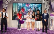 <h5>愛國文化保育協會創會榮譽會長陳裕丰教授(右)和他的家人為我們抽大獎</h5>