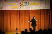 <h5>和諧長青服務聯會主席黎名橞小姐表演時代曲</h5>